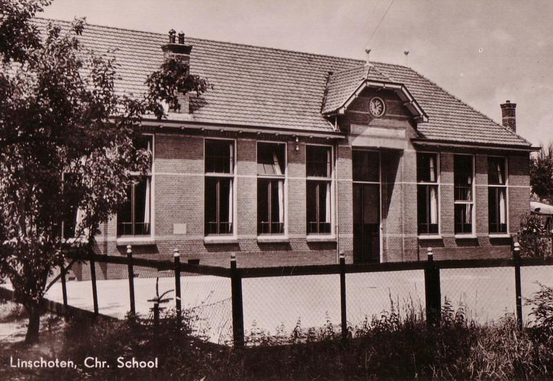 school met den bijbel aan de Liefhovendijk circa 1940